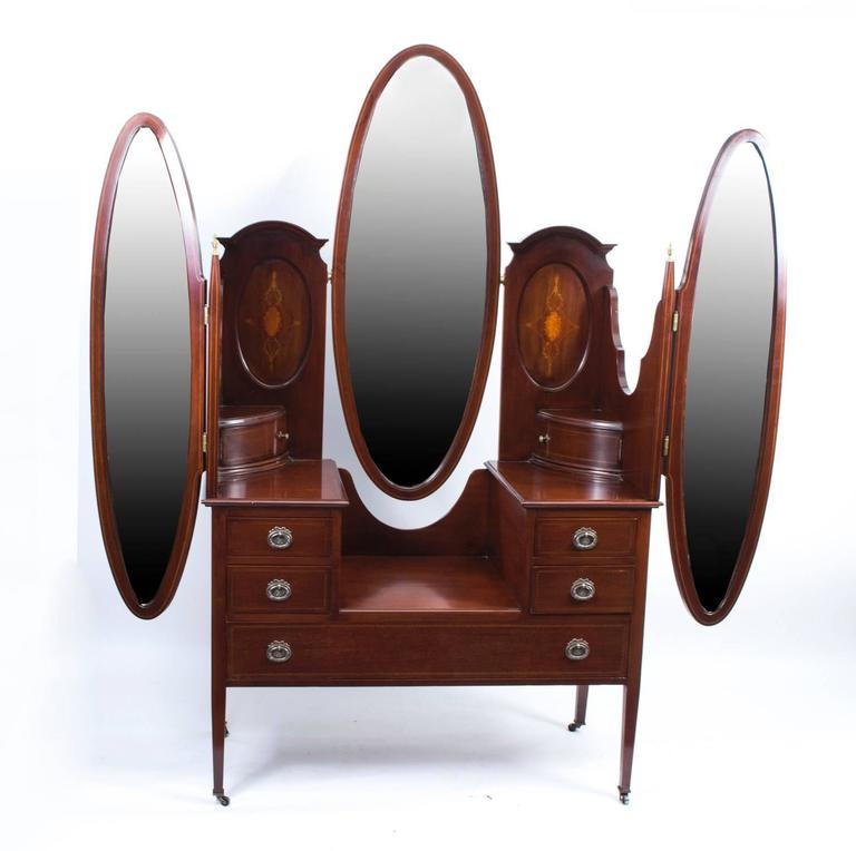 Early 20th Century Edwardian Mahogany Triple Mirror Dressing Table For Sale 6