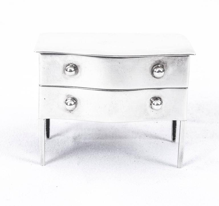 This is a rare and delightful antique Edwardian English solid sterling silver stamp or mini jewel box with hallmarks for London, 1909 and the makers mark of the world-renowned retailer and silversmith, Asprey's of Bond Street, London and the patent