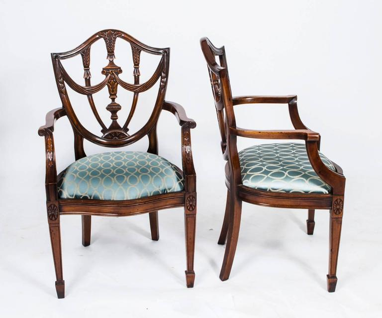 This is an absolutely fantastic vintage set of fourteen Federal style  shield back dining chairs, - Vintage Set Of 14 Federal Shield Back Dining Chairs At 1stdibs