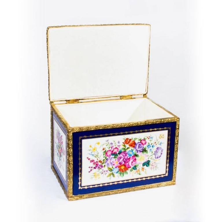 Large Hand-Painted Navy Sèvres Porcelain Casket For Sale 2