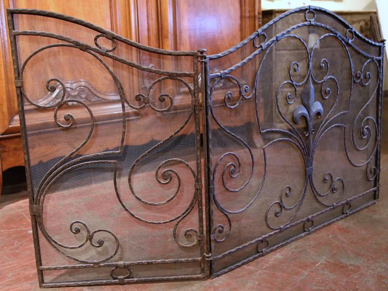 french wrought iron fireplace screen with fleur de lis at 1stdibs. Black Bedroom Furniture Sets. Home Design Ideas
