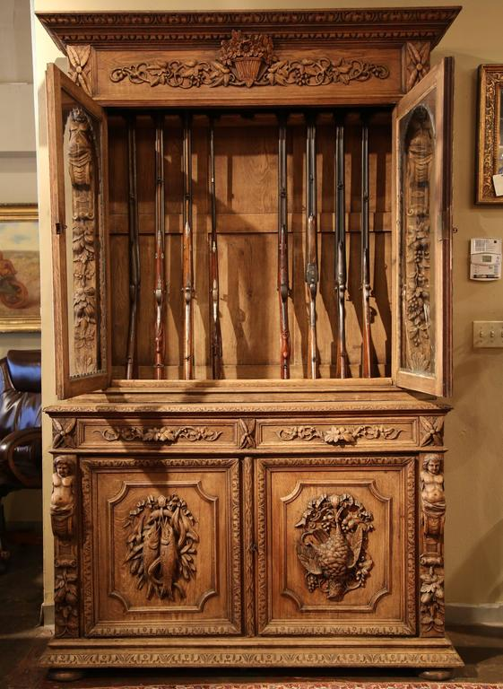 19th Century French Napoleon III Carved Light Oak Gun Cabinet 3 - 19th Century French Napoleon III Carved Light Oak Gun Cabinet At