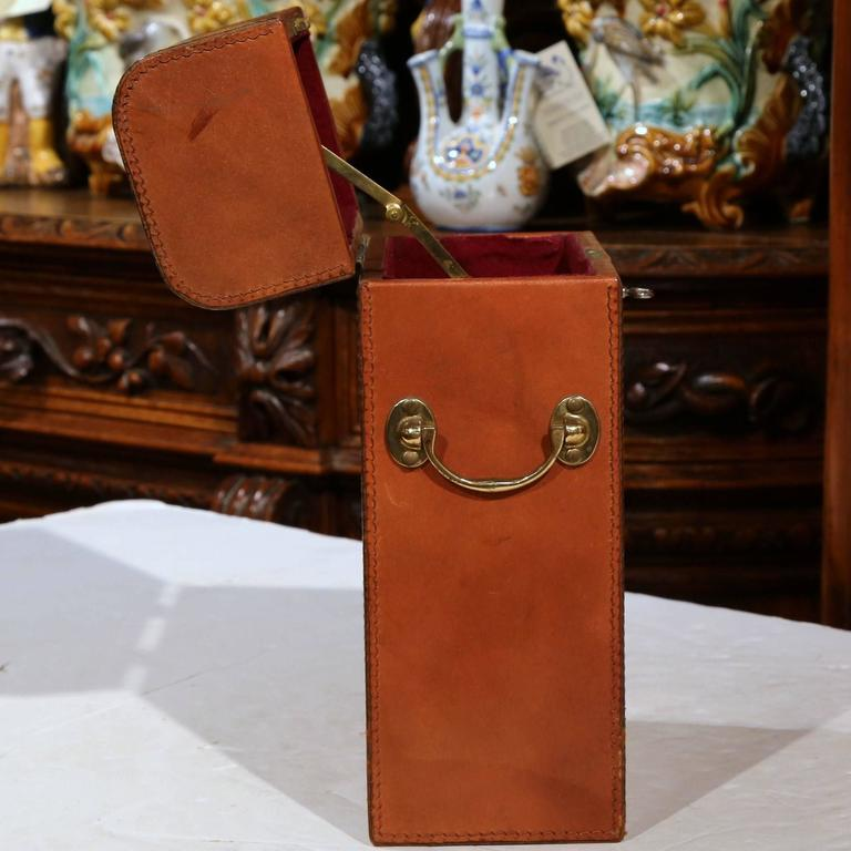 Early 20th Century French Leather Two-Wine Bottle Case with Engraved Crest For Sale 1