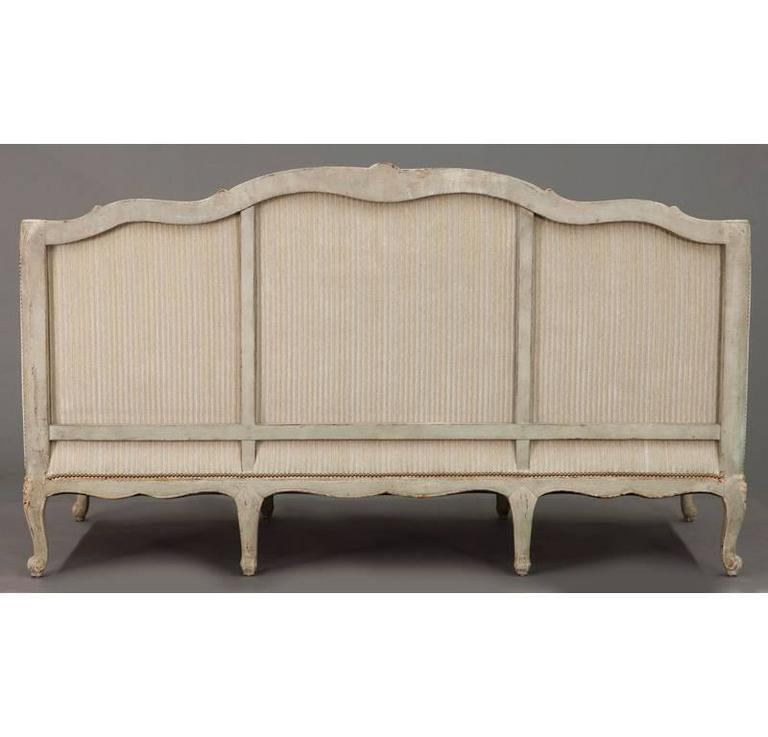 19th Century French Louis XV Carved Canape with Painted Finish and Beige Fabric For Sale 4