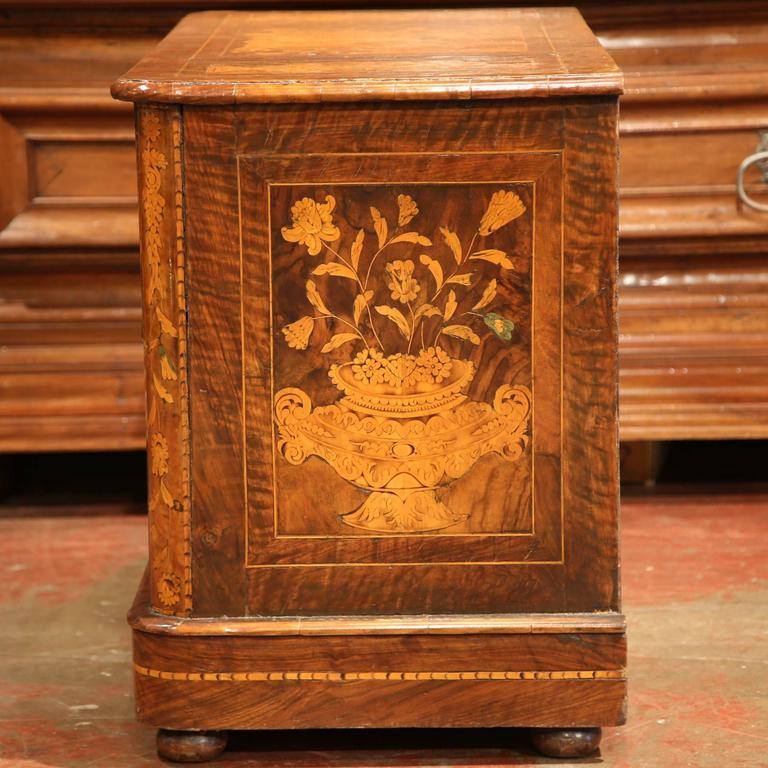 Early 19th Century Italian Walnut Marquetry Two-Drawer Commode In Excellent Condition For Sale In Dallas, TX