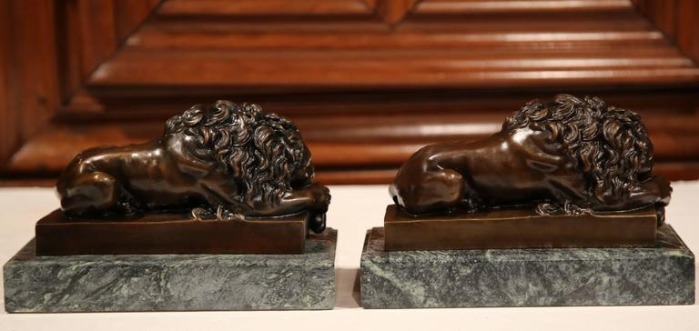 Pair of 19th Century French Bronze Lions Bookends on Marble Signed J. Moigniez For Sale 1