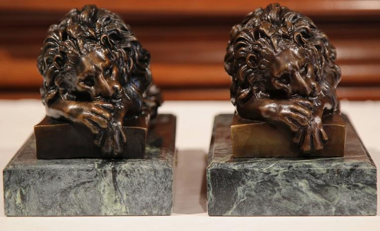 Hand-Carved Pair of 19th Century French Bronze Lions Bookends on Marble Signed J. Moigniez For Sale