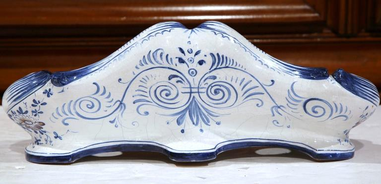 19th Century French Louis XV Hand-Painted Blue and White Faience Inkwell In Excellent Condition For Sale In Dallas, TX