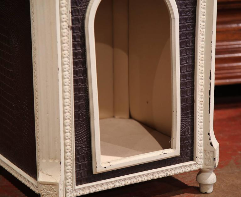 Carved Hand Painted and Leather French Dog House with Dome Top In Excellent Condition For Sale In Dallas, TX