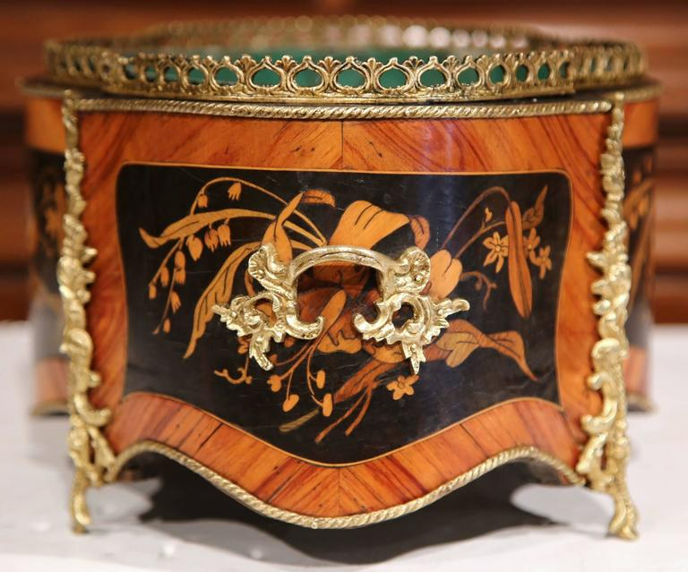19th Century French Oval Rosewood Jardinière with Marquetry and Bronze Mounts For Sale 3