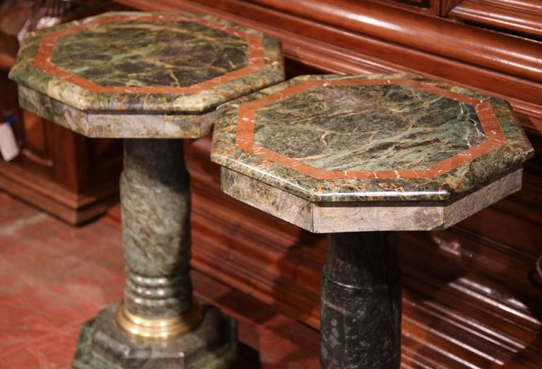 Hand-Carved Pair of 19th Century Italian Carved Octagonal Green Marble Pedestal Tables For Sale
