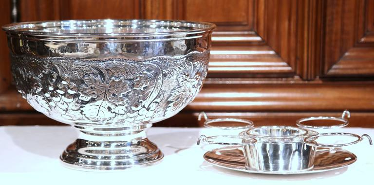 Large French Silver Plated Repousse Round Champagne or Wine Cooler In Excellent Condition For Sale In Dallas, TX