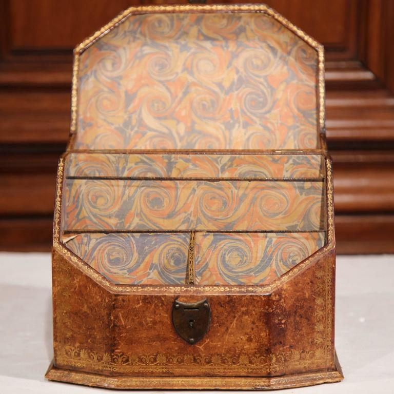 19th Century French Letter Holder in Leather with Tooling and Coat of Arms For Sale 1