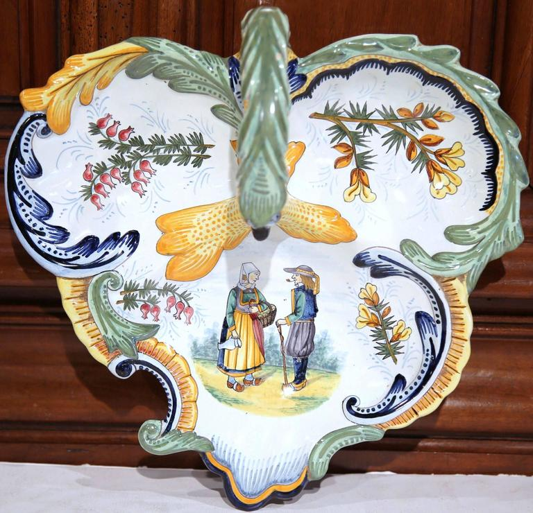 Hand-Crafted Mid-20th Century French Hand-Painted Faience Dish Signed Henriot Quimper For Sale