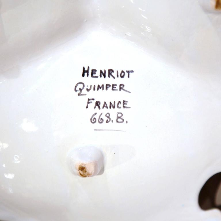 Mid-20th Century French Hand-Painted Faience Dish Signed Henriot Quimper For Sale 6