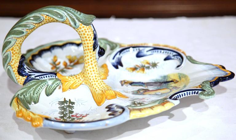 Mid-20th Century French Hand-Painted Faience Dish Signed Henriot Quimper For Sale 4