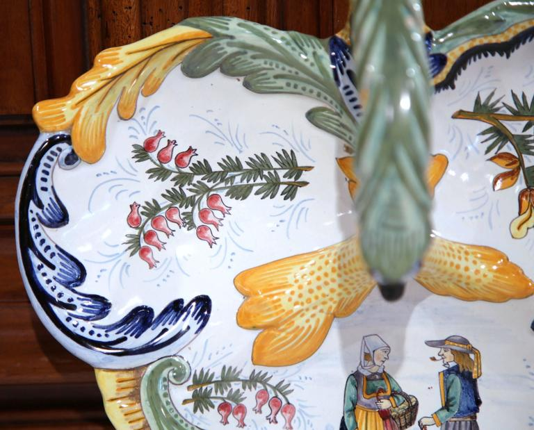 Mid-20th Century French Hand-Painted Faience Dish Signed Henriot Quimper For Sale 2