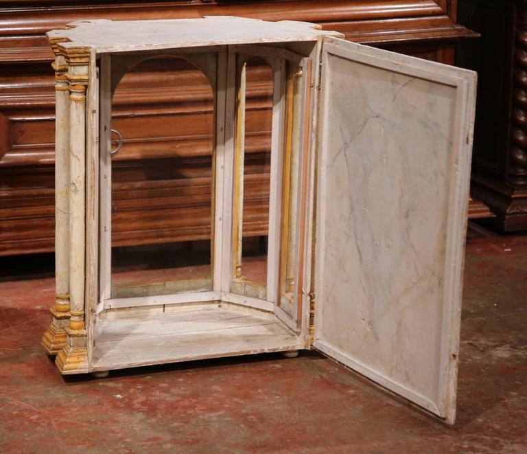 18th Century Italian Carved Painted Reliquary Cabinet with Glass Door and Sides For Sale 4