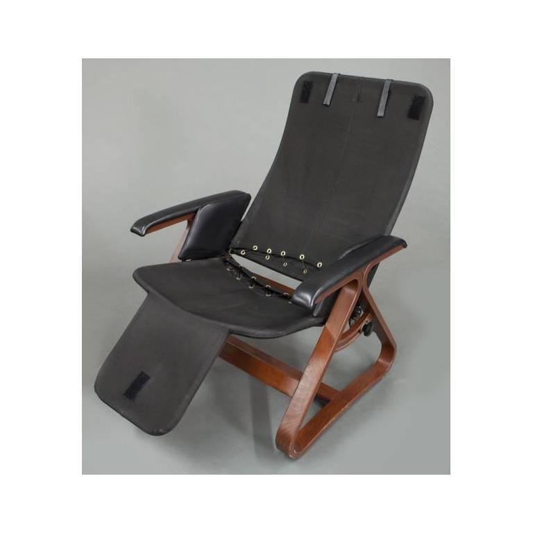 Contemporary Black Leather And Wood Reclining Armchair With Headrest For  Sale 4