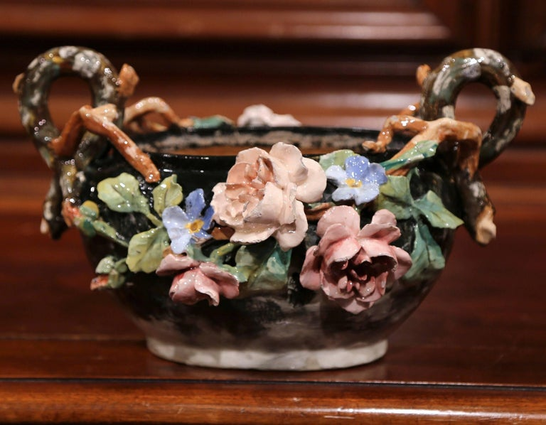 19th Century French Painted Ceramic Barbotine Jardinière from Montigny-sur-Loing In Good Condition For Sale In Dallas, TX