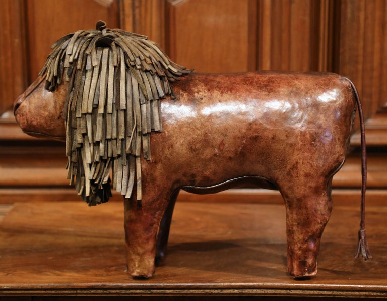 19th Century English Foot Stool Lion Sculpture With