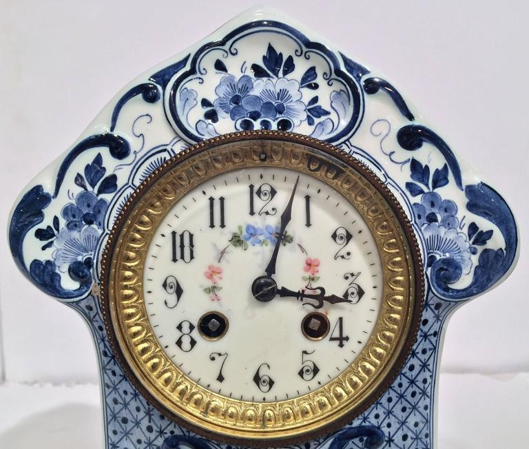 19th Century Dutch Hand-Painted Blue and White Faience Delft Mantel Clock In Excellent Condition For Sale In Dallas, TX