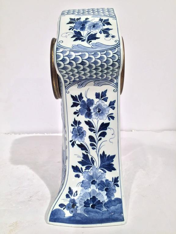 19th Century Dutch Hand-Painted Blue and White Faience Delft Mantel Clock For Sale 3