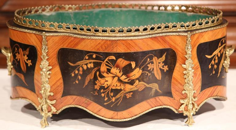19th Century French Oval Rosewood Jardinière with Marquetry and Bronze Mounts In Good Condition For Sale In Dallas, TX