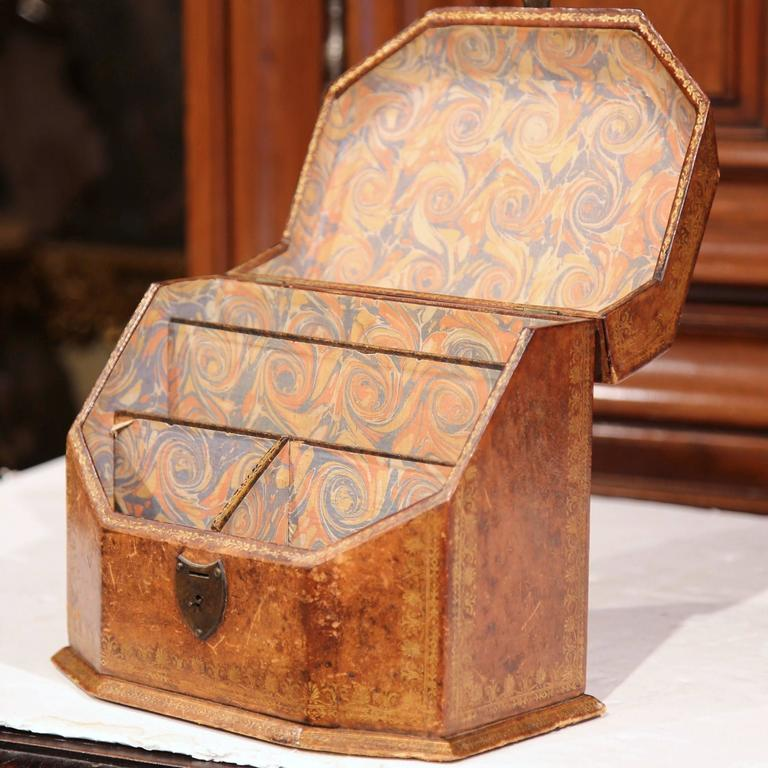 19th Century French Letter Holder in Leather with Tooling and Coat of Arms In Excellent Condition For Sale In Dallas, TX