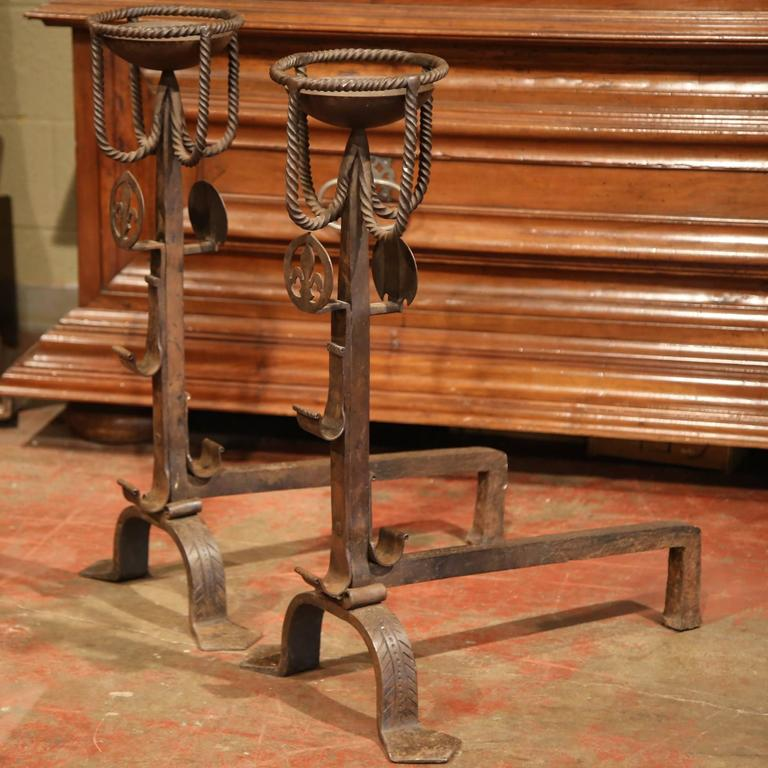 Pair of Early 19th Century French Wrought Iron Andirons with Fleur-de-lys For Sale 1