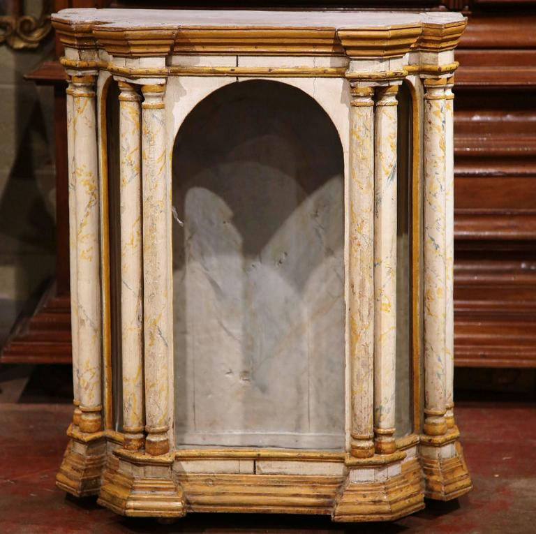 18th Century Italian Carved Painted Reliquary Cabinet with Glass Door and Sides In Excellent Condition For Sale In Dallas, TX