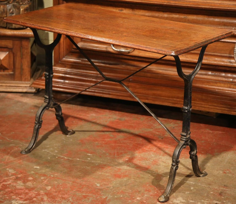 Early 20th Century, French Iron and Wood Parisian Cafe Bistrot Table In Excellent Condition For Sale In Dallas, TX