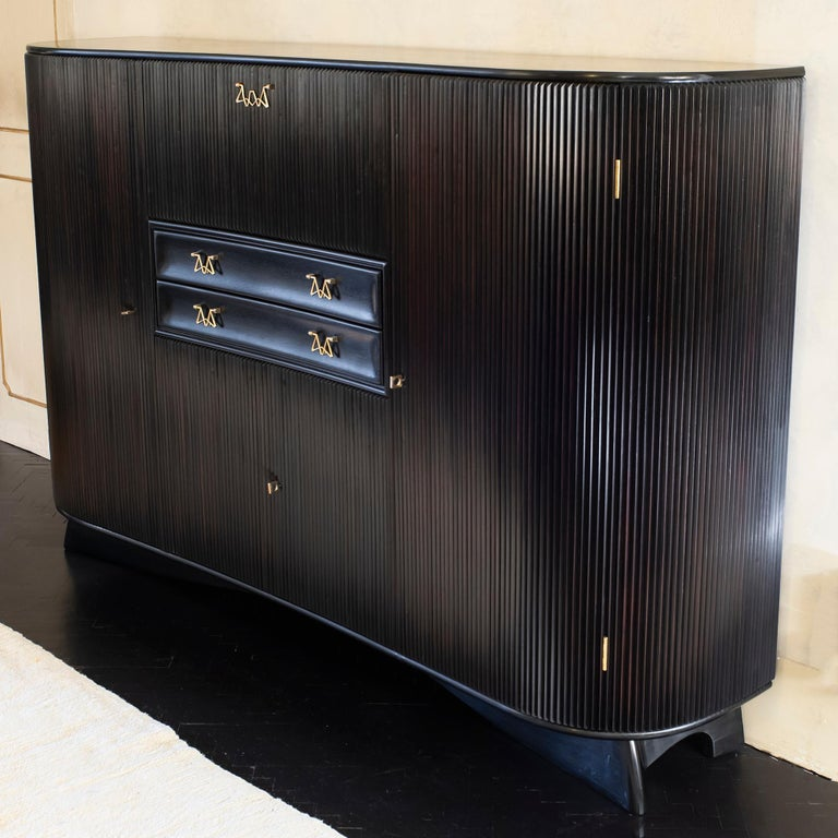 Osvaldo Borsani Dark Mahogany Tall Cabinet/Dry Bar, Brass Details, Italy, 1950s In Good Condition For Sale In Firenze, IT