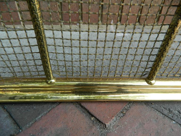 English polished brass and mesh fireplace fender, 19th century.