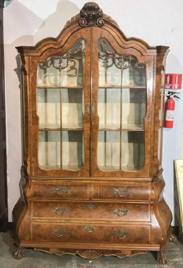 Dutch Walnut Display Cabinet or Vitrine of Bombe Form, 19th Century For Sale 2