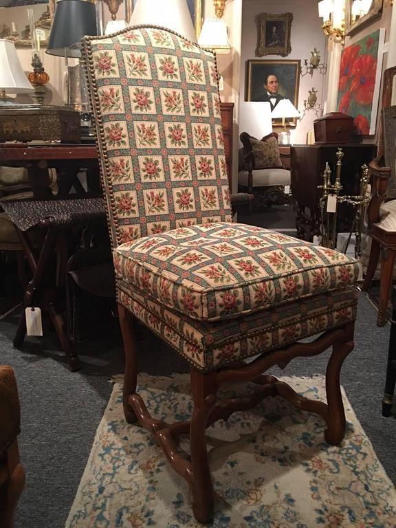 Set of Eight Italian Walnut and Upholstered Dining Chairs, 20th Century In Excellent Condition For Sale In Savannah, GA