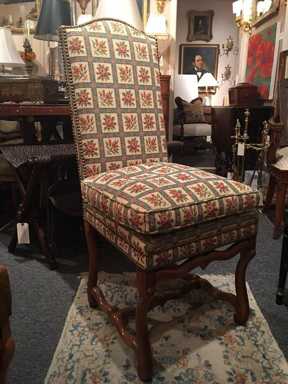 Set of Eight Italian Walnut and Upholstered Dining Chairs, 20th Century For Sale 4