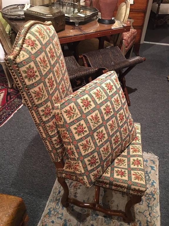 Set of Eight Italian Walnut and Upholstered Dining Chairs, 20th Century For Sale 5
