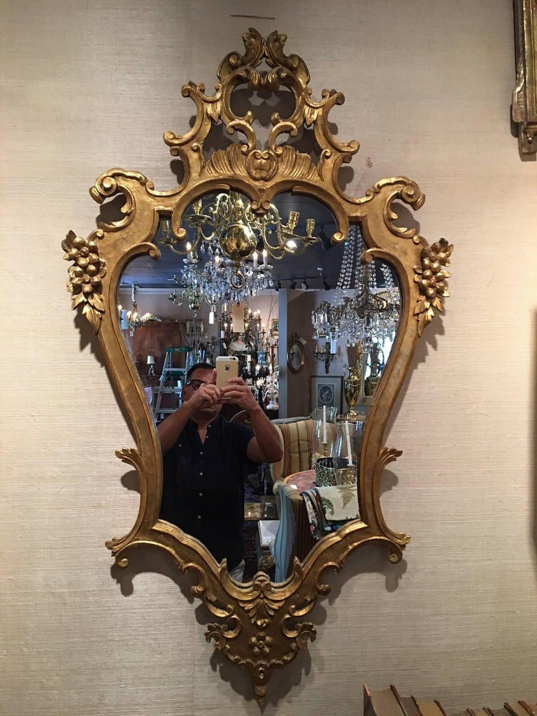 Wood Pair of Italian Rococo Style Carved Giltwood Mirrors, Early 20th Century For Sale