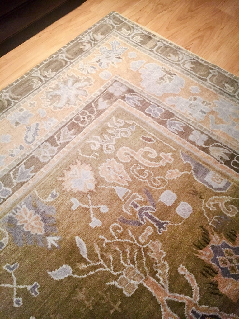 Hand-knotted rug in Himalayan wool, GoodWeave certified.