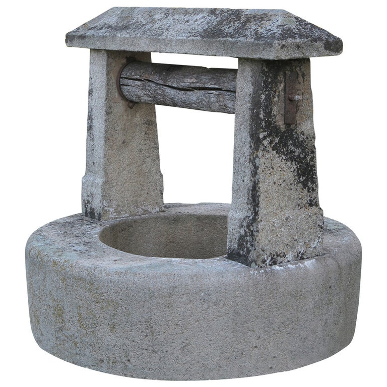 Chateau Wishing-Well in Limestone from France, Late 18th Century For Sale