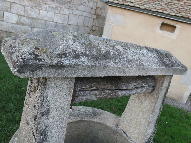 Chateau Wishing-Well in Limestone from France, Late 18th Century In Good Condition For Sale In LOS ANGELES, CA
