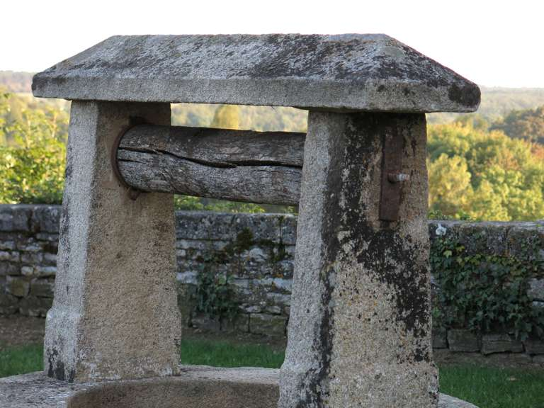 Chateau Wishing-Well in Limestone from France, Late 18th Century For Sale 1