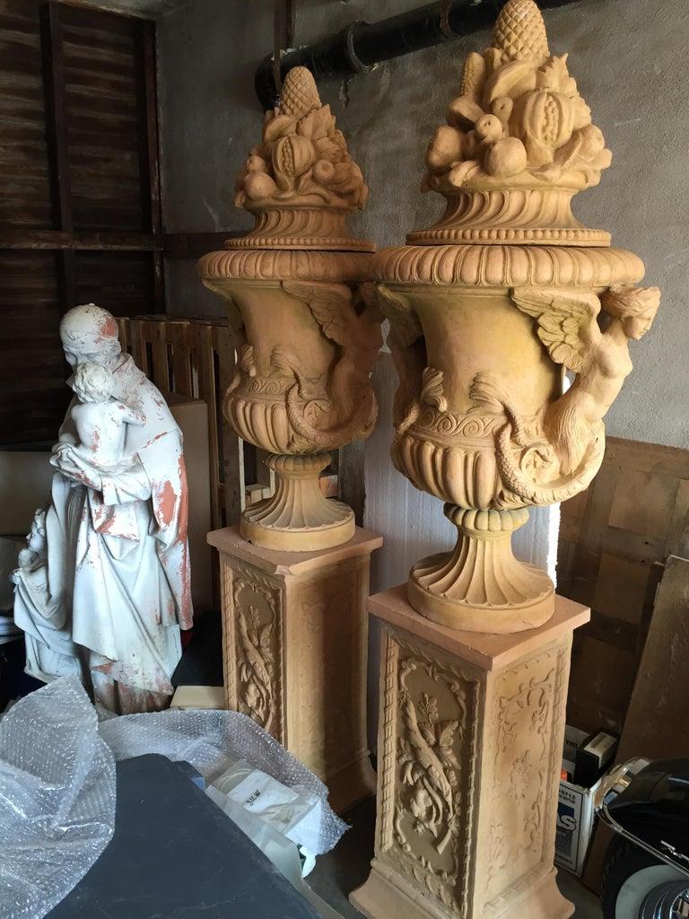 Italian Renaissance Mediterranean Style Urns in Terra Cotta, Late 20th Century For Sale