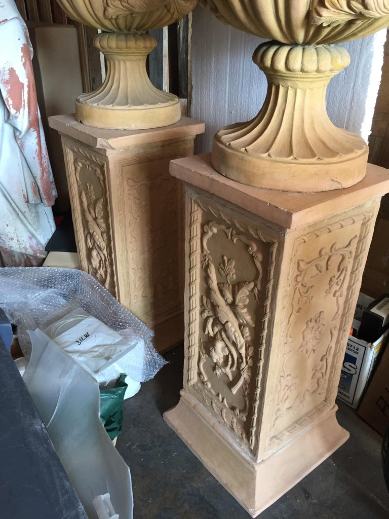 Hand-Crafted Renaissance Mediterranean Style Urns in Terra Cotta, Late 20th Century For Sale