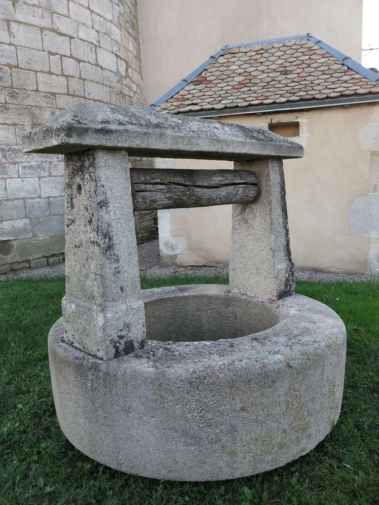 Hand-Crafted Chateau Wishing-Well in Limestone from France, Late 18th Century For Sale