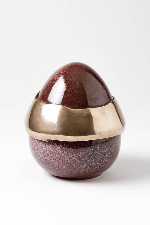Elegant Egg Form by Tim Orr, Porcelain and Bronze, circa 1970 In Excellent Condition For Sale In Neuilly-en- sancerre, FR