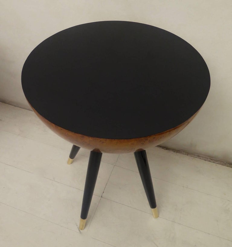 Pair of Art Deco Round Black Wood and Brass Italian Side Table, 1930 In Excellent Condition For Sale In Rome, IT