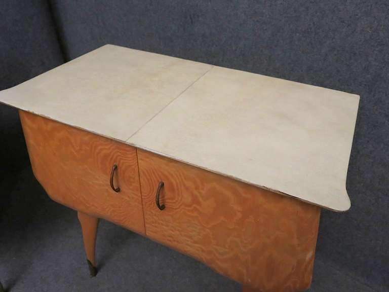 Pair of Midcentury Maple and Parchment Italian Bedside Tables, 1950 In Excellent Condition For Sale In Rome, IT