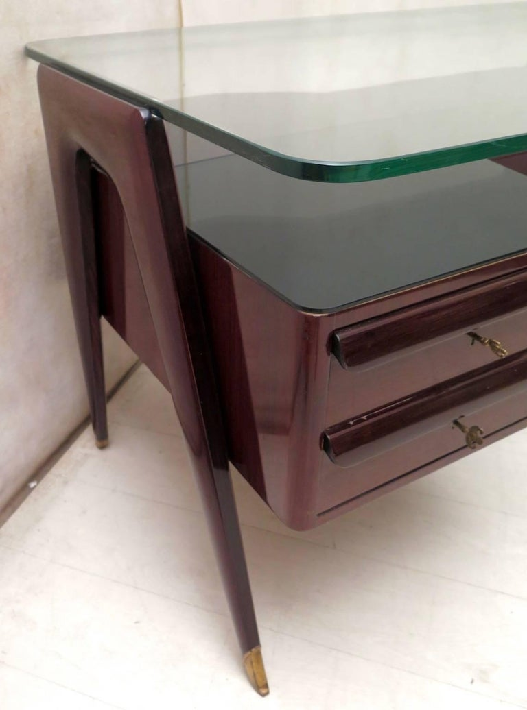 Vittorio Dassi Walnut and Glass Italian Midcentury Desk, 1950 In Excellent Condition For Sale In Rome, IT